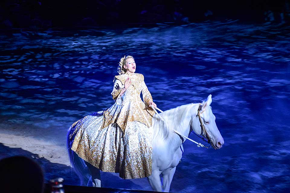 Singer on horse at Dolly Parton's Stampede